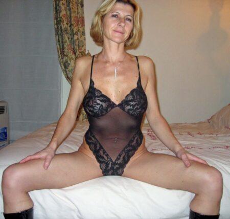 Femme cougar sexy dominante pour gars docile