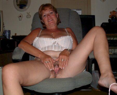 Femme infidèle sexy très chaude recherche un homme soumis
