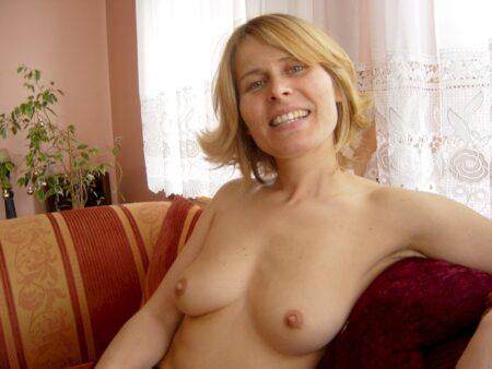 Femme libertine soumise pour coquin qui aime soumettre de temps en temps disponible