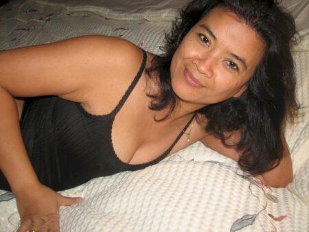 Passez une nuit de baise avec une femme asiatique